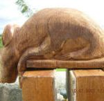 Carved rat made to look downwards